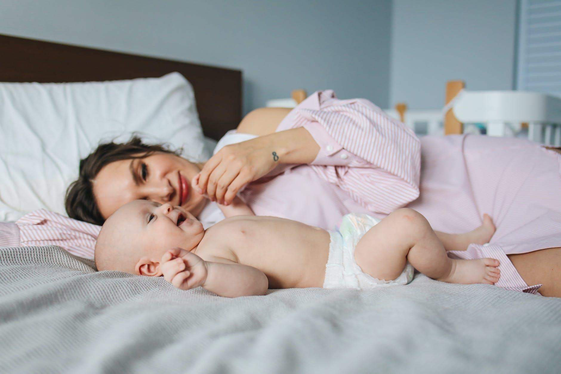 Mituri despre nașterea prin cezariană. Tot ce trebuie să știi despre această operație
